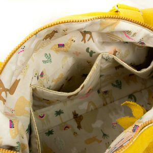Présentation des poches intérieures du sac à langer jaune mooutarde.